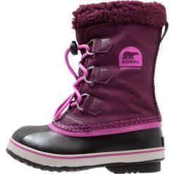 Sorel YOOT PAC Śniegowce purple dahlia/foxglove. Fioletowe buty zimowe chłopięce Sorel, z materiału. W wyprzedaży za 239,20 zł.