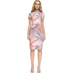 Sukienki: Wzorzysta Sukienka Marszczona na Bokach – Model 2