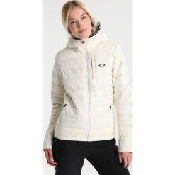 Oakley RATTLER  Kurtka snowboardowa arctic white. Białe kurtki damskie narciarskie Oakley, l, z materiału. W wyprzedaży za 951,20 zł.