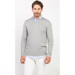 Sweter w kolorze szarym. Niebieskie swetry klasyczne męskie marki GALVANNI, l, z okrągłym kołnierzem. W wyprzedaży za 99,95 zł.