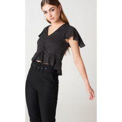 Bluzki asymetryczne: NA-KD Boho Bluzka z rozkloszowanymi rękawami - Black