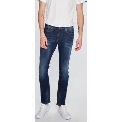 Tommy Jeans - Jeansy Scanton. Niebieskie jeansy męskie slim Tommy Jeans, z bawełny. W wyprzedaży za 399,90 zł.