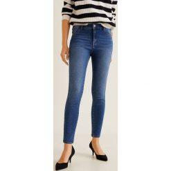 Mango - Jeansy Jane. Niebieskie jeansy damskie rurki marki Mango, z bawełny. Za 79,90 zł.