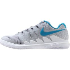 Nike Performance AIR ZOOM VAPOR X HC Obuwie do tenisa Outdoor wolf grey/hot lava/white/blue. Szare buty do tenisu damskie Nike Performance, z materiału. W wyprzedaży za 382,85 zł.