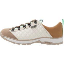 Luhta JADE Obuwie hikingowe cement. Brązowe buty sportowe damskie Luhta, z materiału, outdoorowe. W wyprzedaży za 237,30 zł.