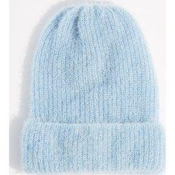 Czapka beanie z połyskującym włosiem - Niebieski. Niebieskie czapki damskie Mohito. Za 39,99 zł.