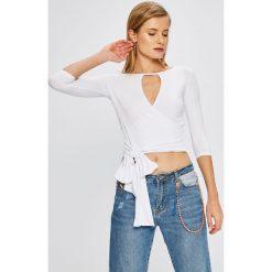 Answear - Bluzka Garden of Dreams. Szare bluzki z odkrytymi ramionami ANSWEAR, m, z dzianiny, casualowe, z dekoltem w łódkę. W wyprzedaży za 39,90 zł.