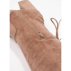 Even&Odd Muszkieterki rose. Czerwone buty zimowe damskie Even&Odd, z materiału. W wyprzedaży za 136,95 zł.