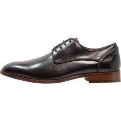 Steve Madden HUSK Eleganckie buty black. Czerwone buty wizytowe męskie marki Steve Madden, z materiału. Za 419,00 zł.