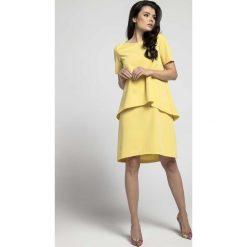 Żółta Trapezowa Sukienka z Asymetryczną Nakładką. Żółte sukienki asymetryczne marki Molly.pl, l, eleganckie, z asymetrycznym kołnierzem, z krótkim rękawem, mini. W wyprzedaży za 110,58 zł.