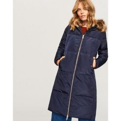 Pikowany płaszcz z naturalnym puchem - Granatowy. Niebieskie płaszcze damskie pastelowe Reserved, z puchu. Za 399,99 zł.