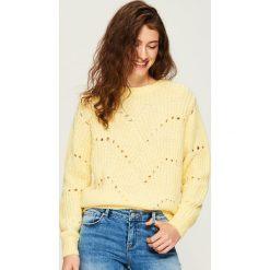 Ażurowy sweter - Żółty. Żółte swetry klasyczne damskie Sinsay, l. Za 59,99 zł.