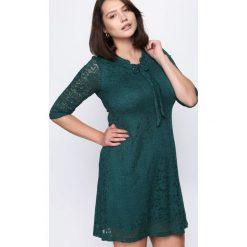 Ciemnozielona Sukienka Perfect Illusion. Zielone sukienki hiszpanki Born2be, na jesień, l, midi, oversize. Za 59,99 zł.