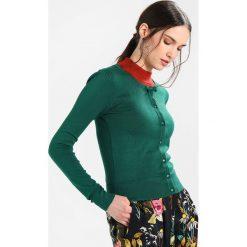Swetry damskie: Louche IRIS BOW Kardigan dark green