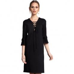 Sukienka w kolorze czarnym. Czerwone sukienki marki Almatrichi, s, midi, proste. W wyprzedaży za 199,95 zł.