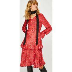 Trendyol - Sukienka. Różowe sukienki na komunię marki numoco, l, z dekoltem w łódkę, oversize. Za 129,90 zł.