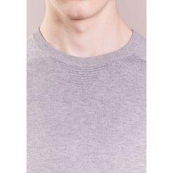 Swetry klasyczne męskie: Emporio Armani CREW FINE Sweter grigio