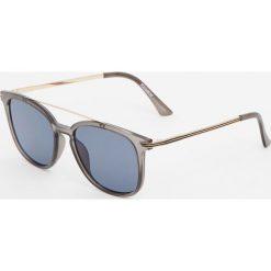 Okulary przeciwsłoneczne z podwójnym mostkiem. Szare okulary przeciwsłoneczne męskie wayfarery Pull&Bear. Za 59,90 zł.