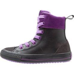 Converse CHUCK TAYLOR ALL STAR ASPHALT BOOT Tenisówki i Trampki wysokie black/night purple/violet. Czarne trampki chłopięce marki Converse, z materiału. W wyprzedaży za 194,35 zł.