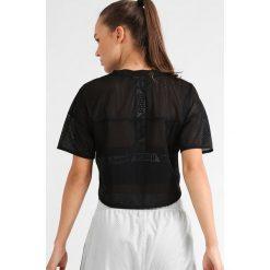 Puma Tshirt z nadrukiem black. Czarne topy sportowe damskie marki Puma, l, z nadrukiem, z materiału. W wyprzedaży za 132,30 zł.