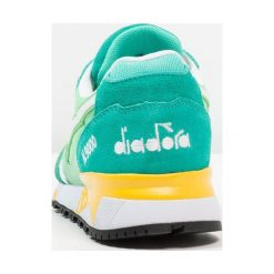 Diadora N9000 III Tenisówki i Trampki pool green/spring bouquet/yellow. Zielone trampki męskie Diadora, z materiału. W wyprzedaży za 439,20 zł.