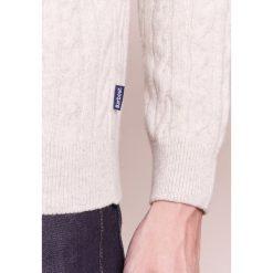 Barbour SANDA CREW Sweter ecru. Białe swetry klasyczne męskie Barbour, m, z bawełny. W wyprzedaży za 349,30 zł.
