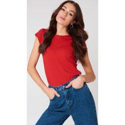 NA-KD Basic T-shirt z surowym wykończeniem - Red. Różowe t-shirty damskie marki NA-KD Basic, z bawełny. W wyprzedaży za 20,48 zł.