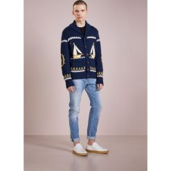 Swetry rozpinane męskie: Band of Outsiders CABLE BOAT JACKET Kardigan navy