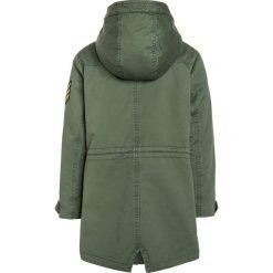 Zadig & Voltaire Płaszcz zimowy kaki. Brązowe kurtki chłopięce zimowe marki Zadig & Voltaire, z bawełny. W wyprzedaży za 735,20 zł.