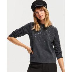Bluza z aplikacjami - Szary. Szare bluzy damskie Reserved, l, z aplikacjami. Za 69,99 zł.
