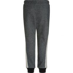 Abercrombie & Fitch SIDE STRIPE  Spodnie treningowe dark grey. Szare jeansy chłopięce Abercrombie & Fitch. W wyprzedaży za 125,30 zł.