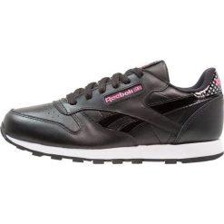 Reebok Classic GIRL SQUAD Tenisówki i Trampki black/acid pink/white. Czarne trampki dziewczęce marki Reebok Classic, z gumy. Za 249,00 zł.