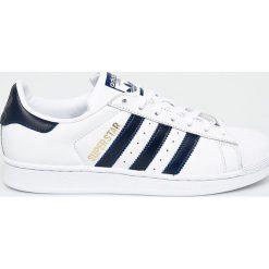 Adidas Originals - Buty Superstar. Szare buty skate męskie adidas Originals, z materiału, na sznurówki. W wyprzedaży za 319,90 zł.