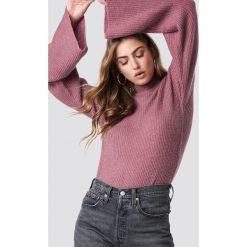 Rut&Circle Sweter z szerokim rękawem - Pink. Zielone swetry klasyczne damskie marki Rut&Circle, z dzianiny, z okrągłym kołnierzem. Za 161,95 zł.