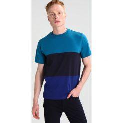 PS by Paul Smith COLOUR BLOCK Tshirt z nadrukiem blue. Niebieskie koszulki polo PS by Paul Smith, l, z nadrukiem, z bawełny. W wyprzedaży za 241,45 zł.