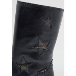 Hip Śniegowce dark blue. Brązowe buty zimowe damskie marki Hip. W wyprzedaży za 344,25 zł.