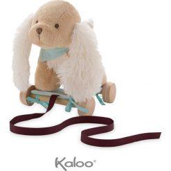 Przytulanki i maskotki: Kaloo – Szczeniaczek Karmelowy przytulanka 27 cm na wózeczku do ciągnięcia kolekcja Les Amis
