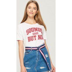 T-shirt z nadrukiem - Biały. Białe t-shirty damskie Sinsay, l, z nadrukiem. W wyprzedaży za 14,99 zł.