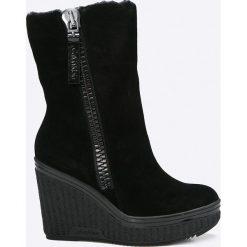 Calvin Klein Jeans - Botki. Czarne buty zimowe damskie marki Calvin Klein Jeans, z jeansu, na koturnie. W wyprzedaży za 529,90 zł.