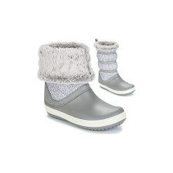 Śniegowce Crocs  CROCBAND WINTER BOOT W. Różowe buty zimowe damskie marki Crocs, z materiału. Za 278,10 zł.