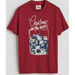 T-shirt ze świątecznym nadrukiem - Czerwony. Czerwone t-shirty męskie z nadrukiem Reserved, l. Za 29,99 zł.