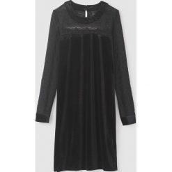Długie sukienki: Krótka jednobarwna sukienka z długim rękawem
