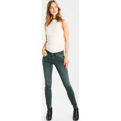 Freeman T. Porter NELYA Jeansy Slim Fit green gables. Niebieskie jeansy damskie marki Freeman T. Porter. W wyprzedaży za 306,75 zł.