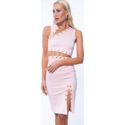 Sukienka ze złotymi łańcuszkami jasnoróżowa ZZ257. Czerwone sukienki marki Fasardi, l. Za 95,20 zł.