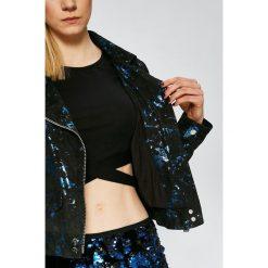 Guess Jeans - Kurtka skórzana Rosemary. Niebieskie kurtki damskie marki Guess Jeans, z obniżonym stanem. W wyprzedaży za 899,90 zł.
