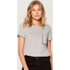 Koszulka z biżuteryjną aplikacją - Szary. Szare t-shirty damskie Mohito, l, z aplikacjami. Za 49,99 zł.