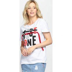 Szary T-shirt Just One. Szare bluzki damskie Born2be, l. Za 39,99 zł.