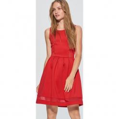 Elegancka sukienka z transparentnymi wstawkami - Czerwony. Czarne sukienki balowe marki Reserved. Za 69,99 zł.