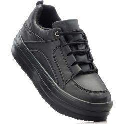 Sneakersy na podeszwie platformie bonprix czarny. Czarne sneakersy damskie bonprix. Za 49,99 zł.