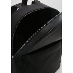 Plecaki męskie: Uri Minkoff BARROW Plecak black